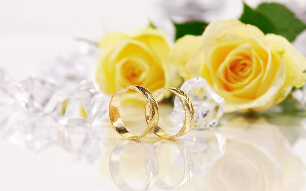 flower_with_ring_on_wedding_day