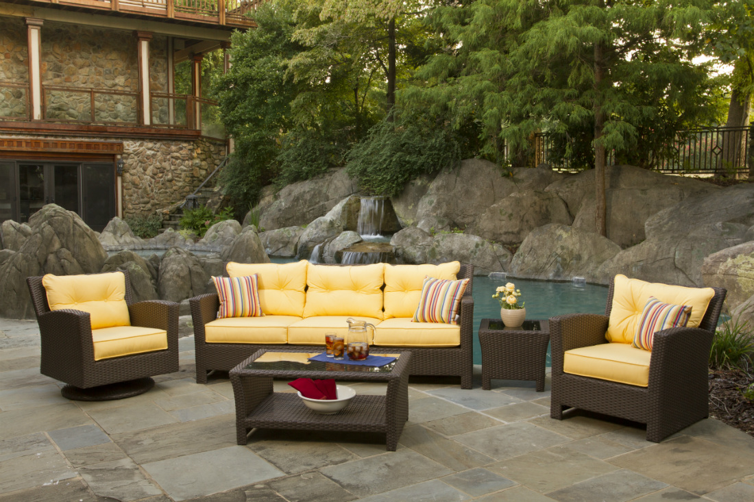 Holiday Decorating Ideas For Outdoor Wicker Furniture.