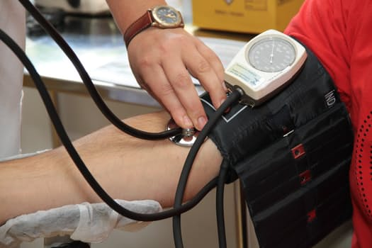 HOW TO HANDLE YOUR HIGH BLOOD PRESSURE NATURALLY.