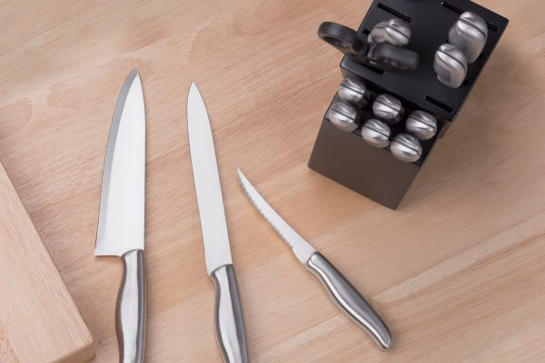 Todays 2017 Holiday Gift Guide Feature is this awesome 15 Piece High Carbon Hollow Handle Stainless Steel Knife Set. @ForTheChef