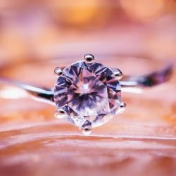 4 THINGS TO LOOK FOR IN A DIAMOND ENGAGEMENT RING